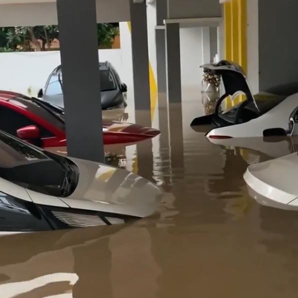 potret mobil parto sebelum sesudah banjir © Instagram/@partopatrio