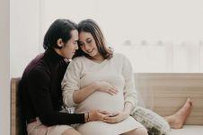 7 Potret maternity Shabrina Ayu istri Ryuji Utomo, simpel elegan