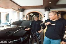 Sukses dan terkenal, intip 4 mobil mewah Sule yang bikin melongo