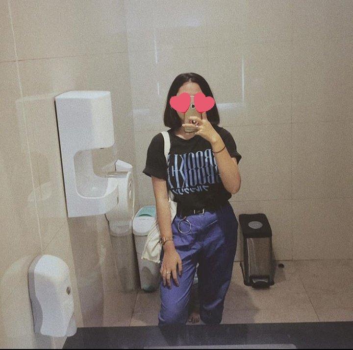 selfie di cermin mal kamar mandi penampakan © Twitter/@yourbebei