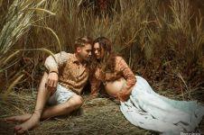 50 Gaya maternity seleb Tanah Air ini curi perhatian