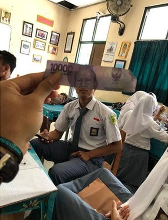 6 Potret lucu gabungan wajah orang dan uang kertas ini kocak abis © 2020 twitter.com