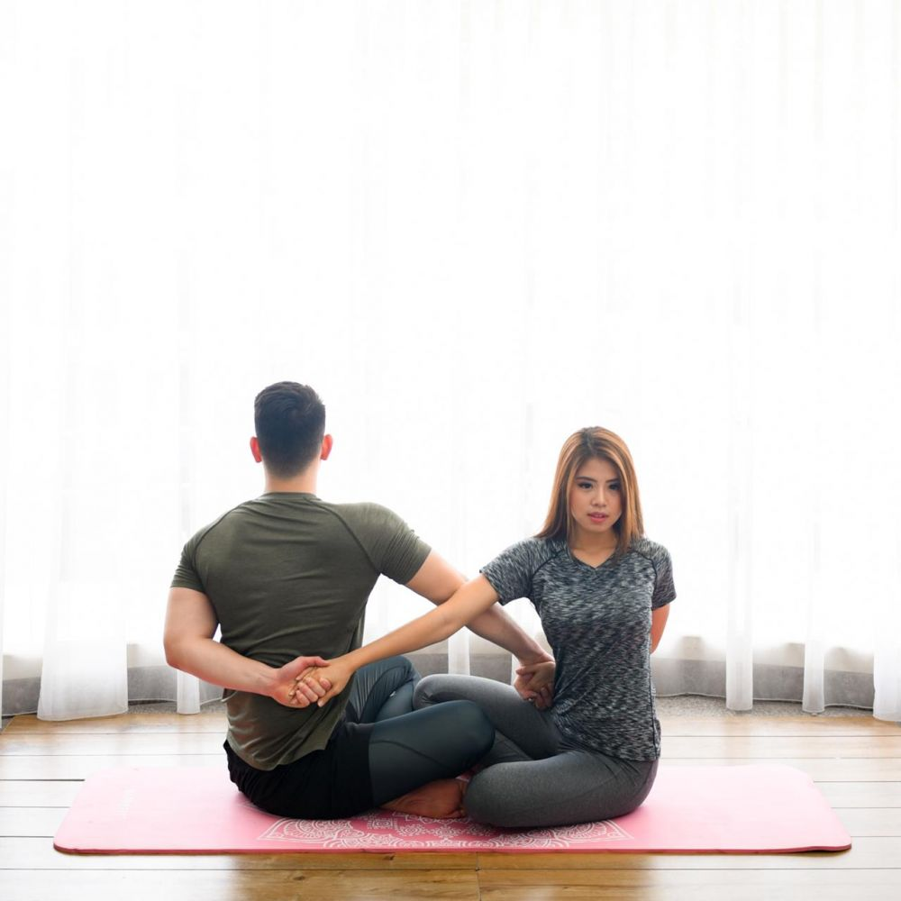 Yoga berpasangan © 2020 brilio.net