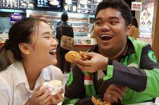 5 Foto driver ojek online & pacar, cinta tak pandang profesi