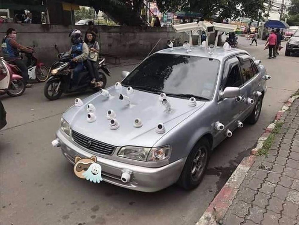 potret nyeleneh kendaraan di jalan © berbagai sumber