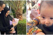7 Momen umrah Kartika Putri, bawa bayi yang baru usia 3 bulan