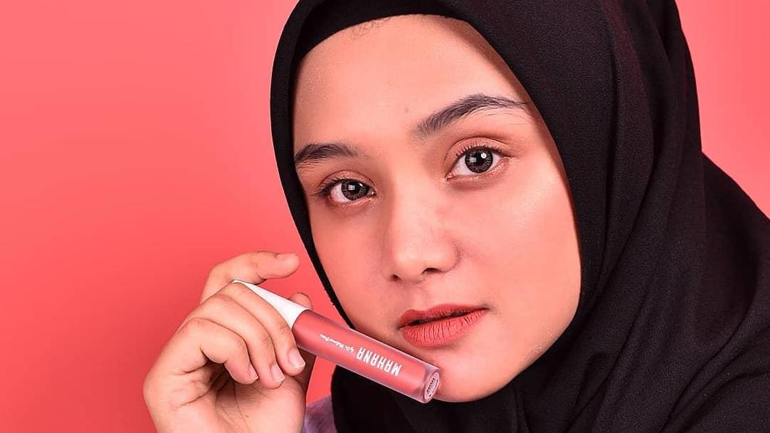 Tips memilih lipstik benar agar tidak membuat bibir hitam