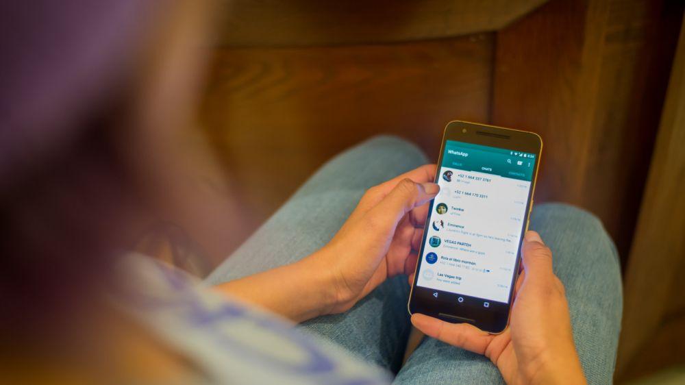 Trik jitu agar terlihat offline di WhatsApp Istimewa