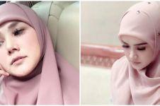 8 Pesona Mulan Jameela dengan model 'hijab jadul', jadi sorotan