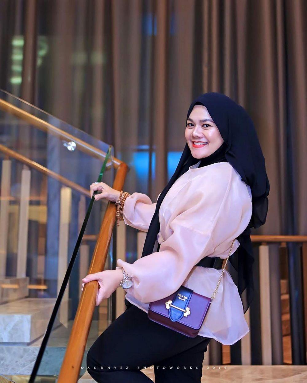 Gaya hijab Sarita Abdul Mukti  Instagram @queen_saritaabdulmukti