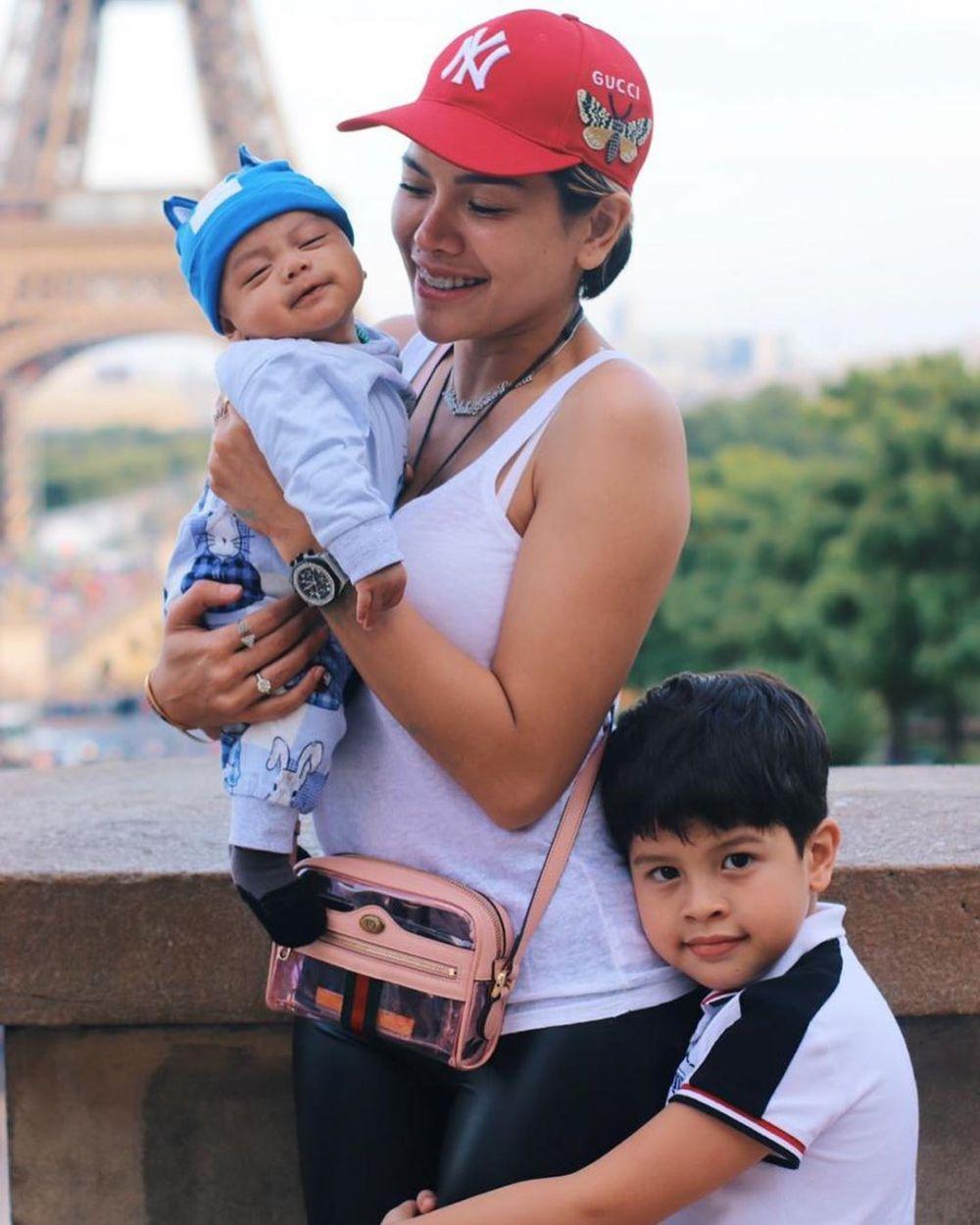 Nikita Mirzani dan ketiga anaknya Instagram