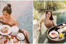10 Seleb nikmati sarapan di kolam renang, kekinian banget