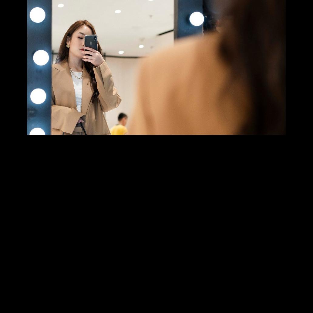 4 Tips mirror selfie OOTD, bikin tampilan makin kece