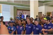 Momen Valentino Rossi & Maverick Vinales joget Tik Tok bareng fans