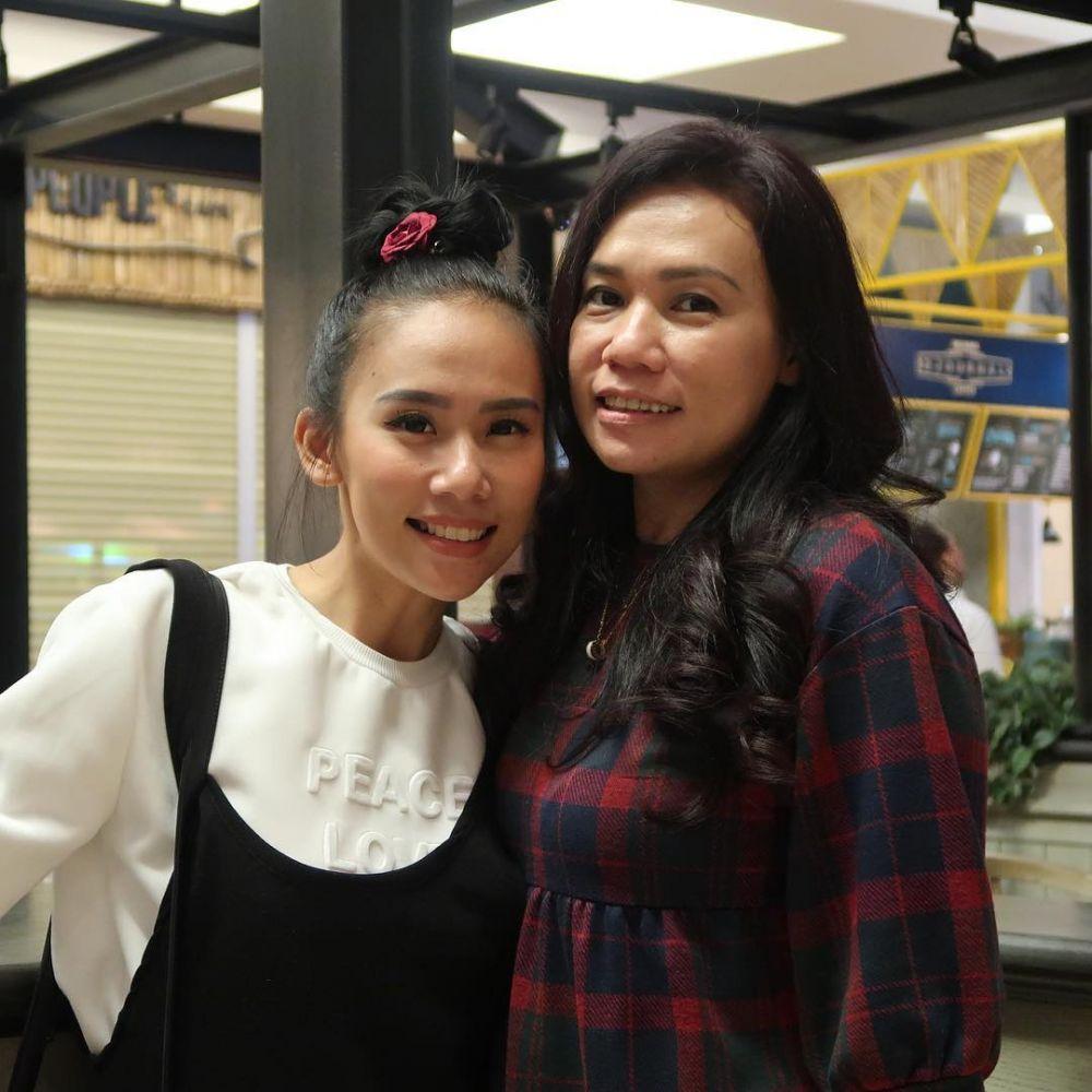 Momen kebersamaan Cherly Juno dan ibu Instagram