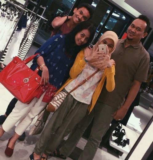 Cak Lontong dan keluarga instagram