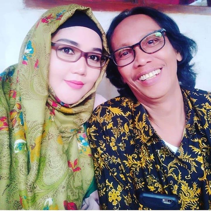 Momen mesra Mandra dan istrinya Instagram