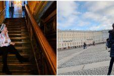 5 Adu gaya Luna Maya vs Ayu Ting Ting saat liburan di Rusia
