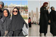 9 Momen Siti Badriyah umrah sama suami, penampilannya panen pujian