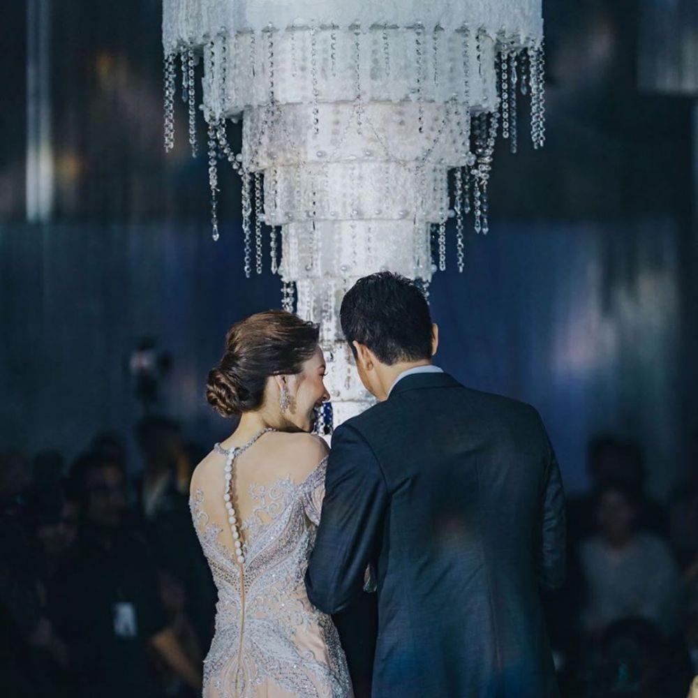 potret pernikahan unik kue menjuntai Instagram