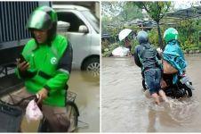 5 Potret tetap semangat bekerja di tengah banjir Jakarta, bikin salut