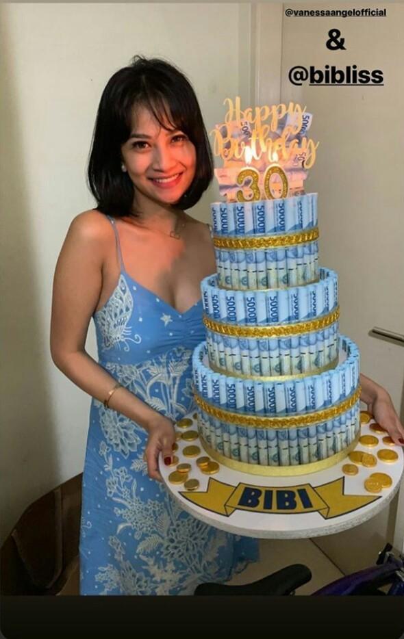 potret kejutan ultah suami Vanessa Angel kue berisi uang Instagram