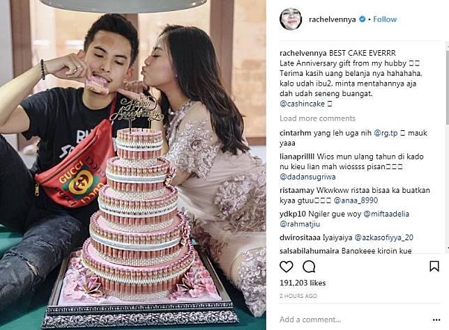 Seleb dapat kejutan kue ulang tahun pakai uang asli Instagram