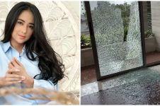 Dapat teror kaca pecah, ini 8 potret kondisi rumah Dewi Perssik
