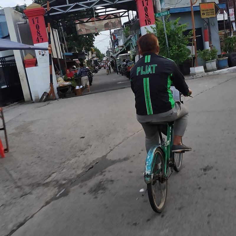 momen absurd saat bersepeda © 2020 1cak.com