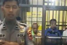 Video polisi imami salat para tahanan di balik jeruji ini bikin haru