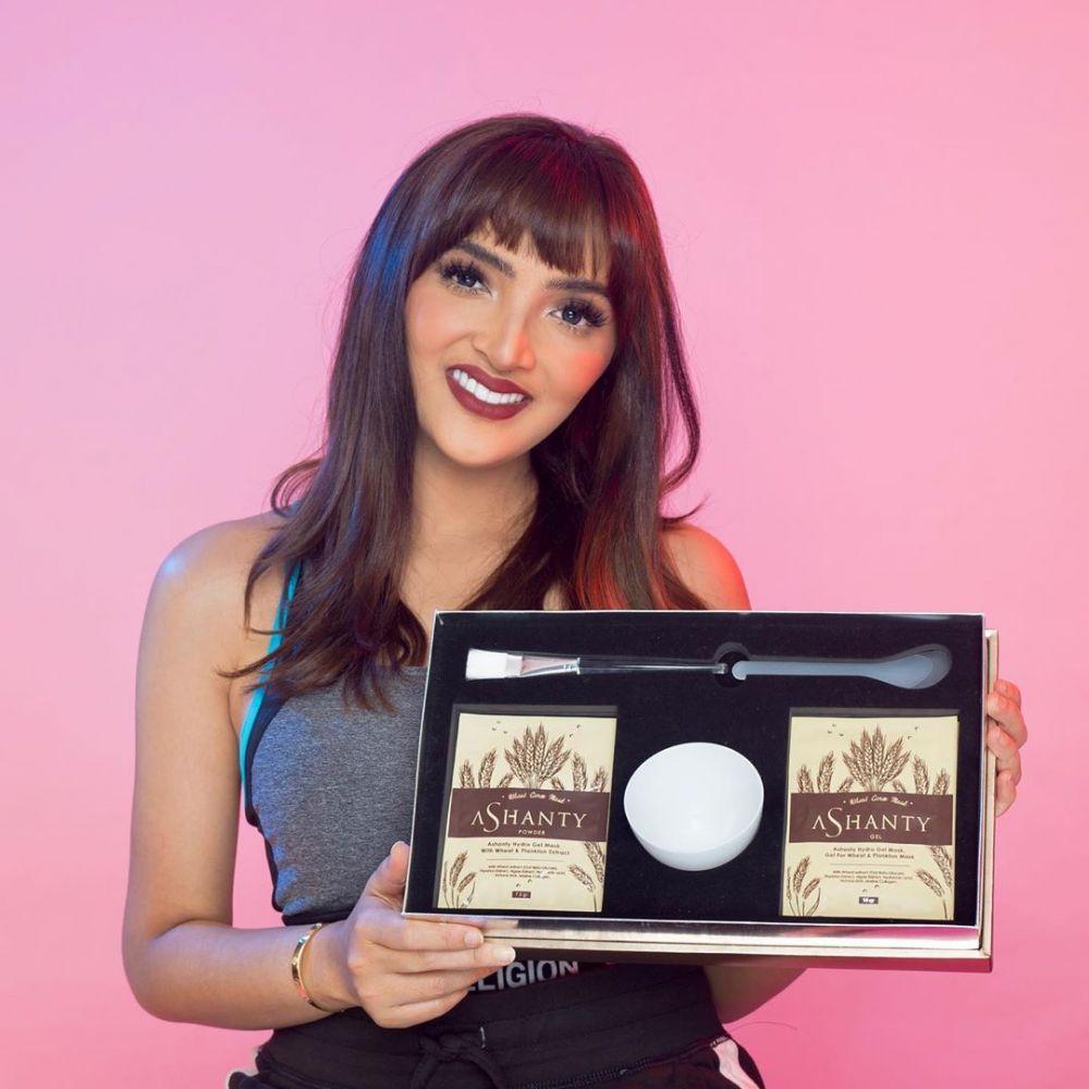 10 artis punya brand makeup Instagram