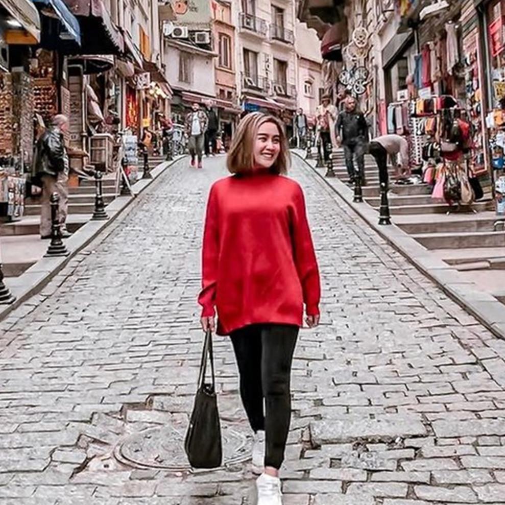 9 Potret Cita Citata di Turki, liburan & temani pacar dalami Islam