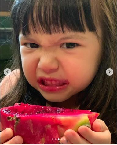 aksi gemas anak artis makan belepotan Instagram
