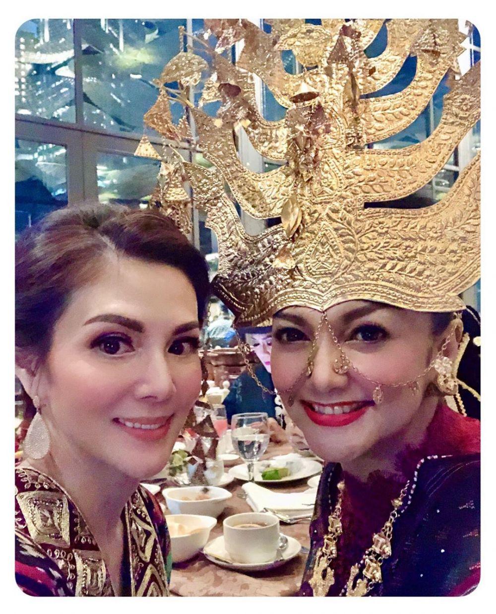 Bella Saphira pakai baju Batak instagram