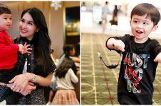Aksi gemas anak Sandra Dewi main jualan es cream pakai kartu gesek