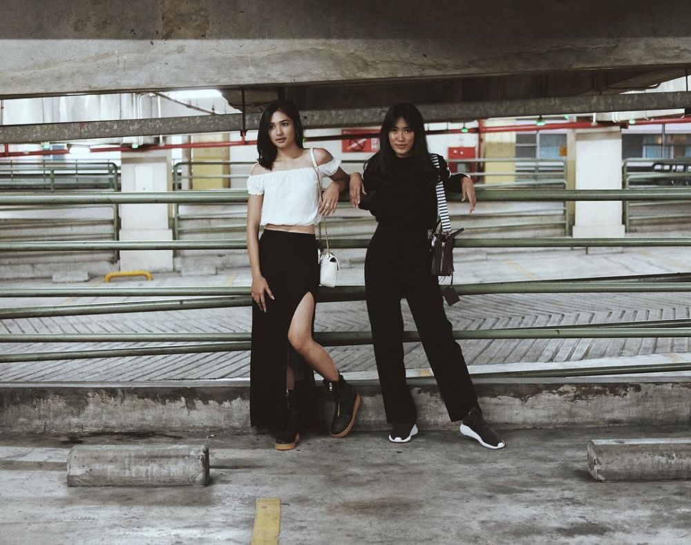 inspirasi outfit monokrom Mikha Tambayong instagram