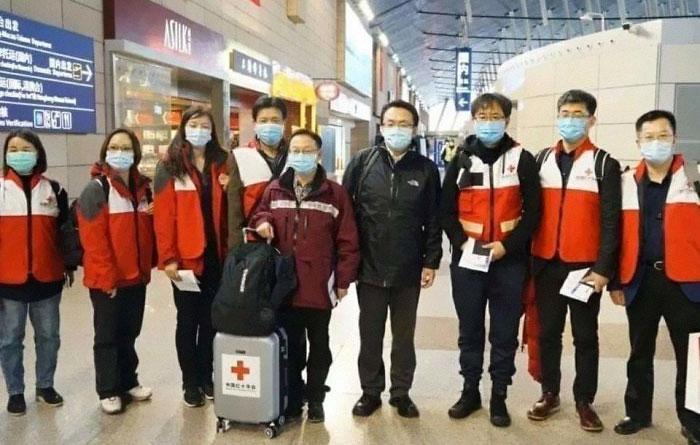 Aksi kemanusian di tengah maraknya Virus Corona boredpanda.com