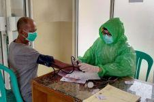 Cerita paramedis pakai jas hujan demi cegah penularan Corona