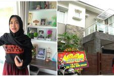 10 Potret rumah Ria Ricis di-lockdown, sempat dilabrak warga