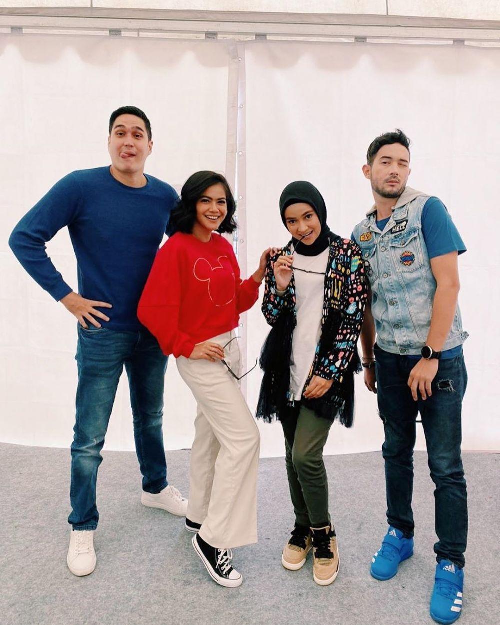 Potret akrab Aryani Fitri & Indah Indriana  Instagram