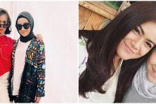 8 Potret akrab Aryani Fitriana & Indah Indriana di luar syuting