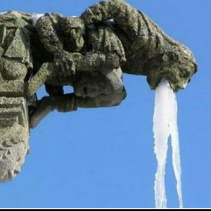 13 Potret kondisi patung saat musim dingin, bikin geleng-geleng