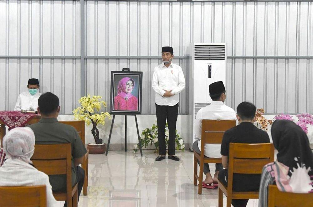 Momen tahlilan ibunda Jokowi Instagram