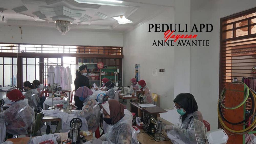 Anne Avantie donasi APD berbagai sumber
