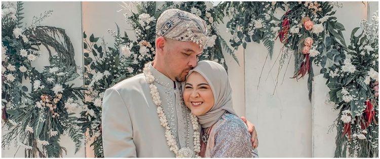 5 Momen pernikahan ayah Kesha Ratuliu, sang ibu tiri curi perhatian