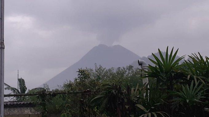 Video detik-detik Gunung Merapi erupsi, hujan abu di beberapa wilayah