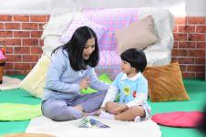 Tips agar anak tetap betah di rumah lewat konten edukasi
