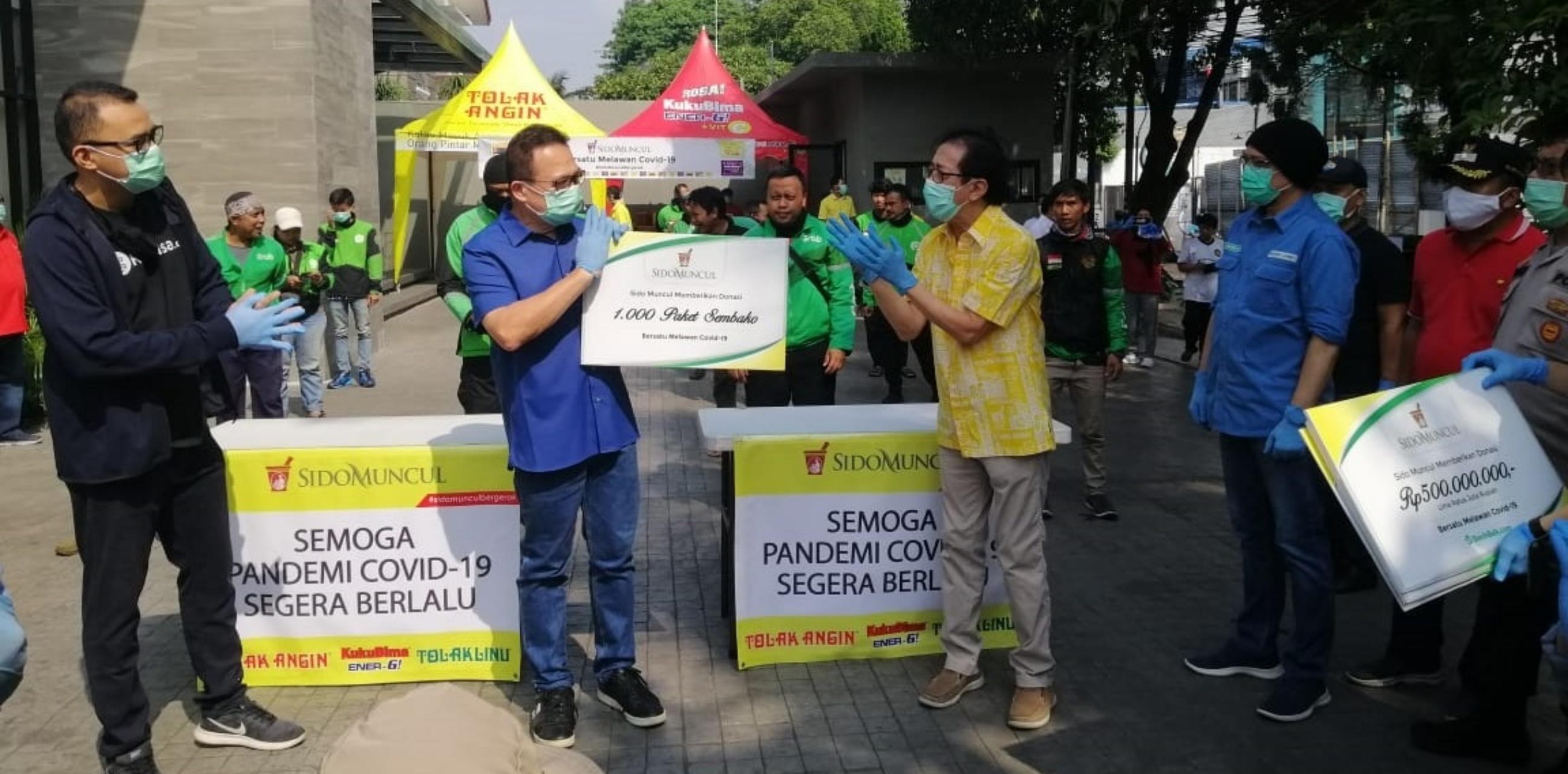 Rhenald Kasali galang donasi sembako untuk pengemudi taksi
