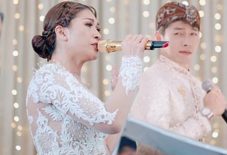 Tata Janeeta dan Hyun Bin Instagram