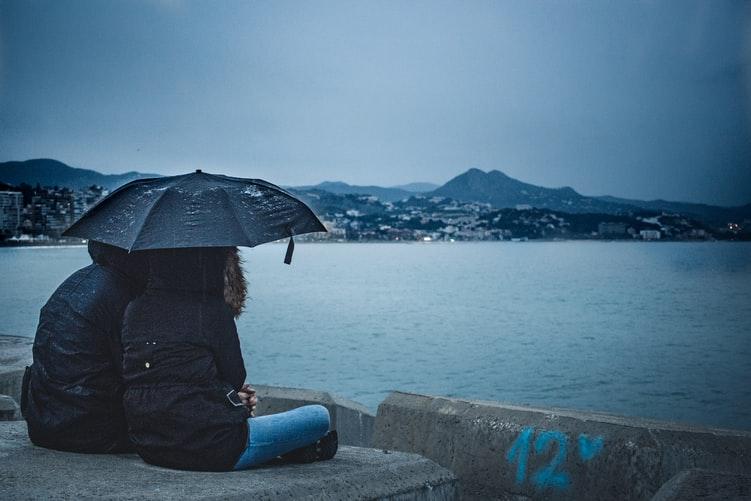 Kata-kata keren hujan © 2020 brilio.net